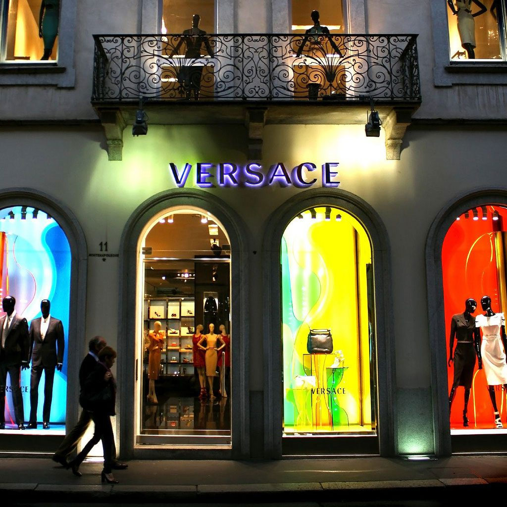 Versace-Via-montenapoleone
