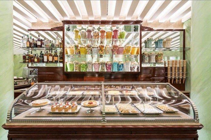 Ciam veste Prada nella nuova pasticceria Marchesi