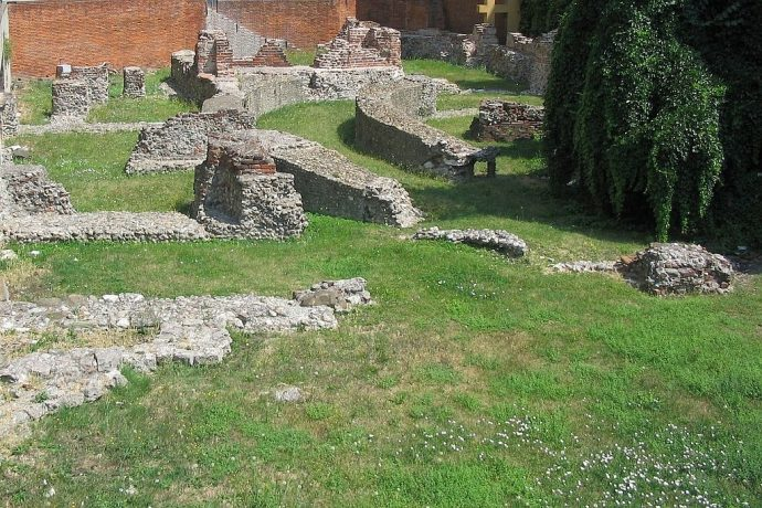 1024px-Ruins-imperial-complex-milan-